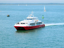 Balsa do catamarã, ilha do Wight. imagens de stock