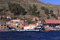 Balsa em Tiquina no lago Titicaca, Bolívia Fotos de Stock Royalty Free