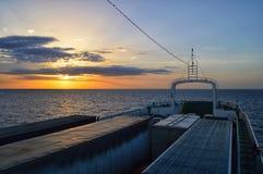 Balsa a Margarita Island, por do sol bonito da Venezuela foto de stock