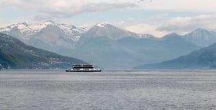 Balsa no lago Imagens de Stock Royalty Free