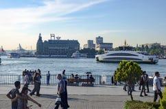 A balsa nova para Istambul, cais de Kadikoy Imagem de Stock Royalty Free
