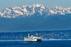 Balsa Puget Sound Washington da ilha de Seattle Bainbridge fotos de stock royalty free