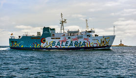 Balsa rápida Balearia no mar Mediterrâneo foto de stock royalty free