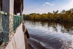 A balsa velha está enviando o rio Fotos de Stock Royalty Free