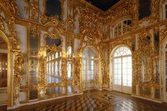 Balsal på den Tsarskoye Selo Pushkin slotten Arkivbild