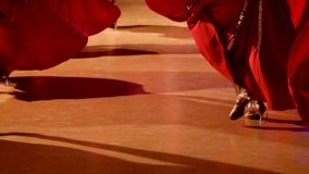 Balsaldansaredans på danceflooren arkivfilmer