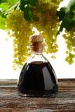 Balsamic ocet i biali winogrona fotografia royalty free