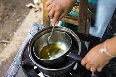Balsamo di erbe casalingo tailandese Fotografia Stock