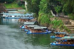 Balsas de bambú y travesía en el río del li, China Imagen de archivo