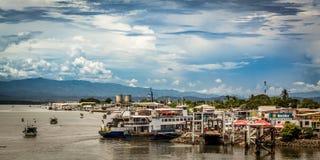 Balsee el embarcadero en la ciudad de Puntarenas, Costa Rica fotografía de archivo libre de regalías