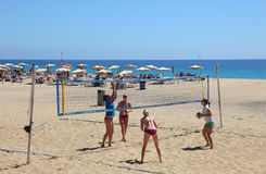 Balspel op het strand Stock Foto