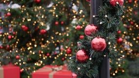 Balss rouges lumineux de décoration d'arbre de Noël Briller, scintillement Photographie stock