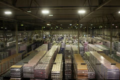 Baltika -圣彼德堡啤酒厂的完成的生产仓库 免版税图库摄影