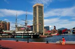 Baltimore, M.D.: WTC en U.S.S. Constellation stock foto's