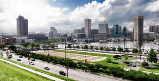 Baltimore Maryland parkerar inre hamnhorisont och arkivfoto