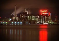Baltimore, MD—October 12, 2017, historic Domino Sugar factory reflecting along Baltimore harbor at night royalty free stock photos