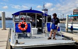 Baltimore, MD: Czerwonej Linii Wodny taxi przy Powalać punkt Obrazy Stock