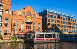 Baltimore, md, de V.S. 09-07-17: de binnenhaven van Baltimore op zonnig DA Stock Foto's