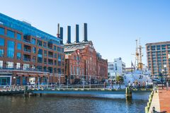 Baltimore md, USA 09-07-17: baltimore inre hamn på solig da Arkivfoto