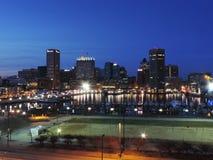 Baltimore-Skyline an der Dämmerung Stockbilder