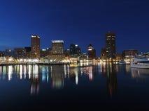 Baltimore-Skyline an der Dämmerung Stockfotografie