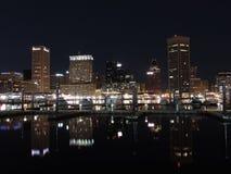 Baltimore-Skyline nachts Lizenzfreie Stockbilder