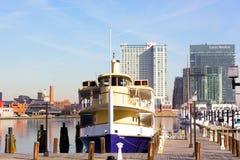 Baltimore, USA - Januar, 31 2014: Rabe ist die neueste Yacht in der Wasserzeichenflotte Lizenzfreie Stockbilder