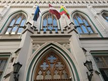 Baltische Landesflaggen auf Art Nouveau Building Lizenzfreie Stockfotografie