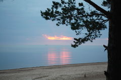 Baltische zonsondergang en middernachtzon Stock Fotografie