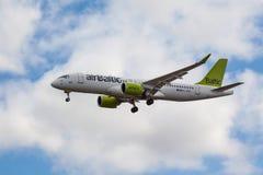 Baltisk luft - Bombardier CS300 fotografering för bildbyråer