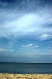 baltiskt blått vatten för öppen sky Arkivbild
