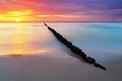 Sätta på land i Polen - det baltiska havet på soluppgången Royaltyfria Bilder