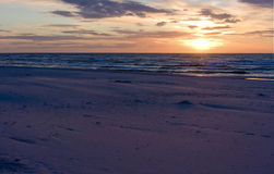Baltiskt hav på solnedgångtid, Polen, Leba Fotografering för Bildbyråer