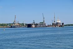 Baltiysk,俄罗斯 JSC 33船业植物轻飘飘船船坞  库存图片