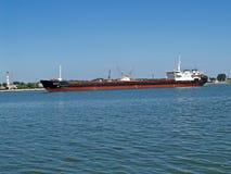 Baltiysk, Rosja Ładunku Volga-44 silnika statek w port morski wody terenie Obraz Royalty Free