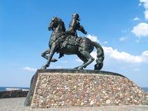 Baltiysk, Rusland Een monument aan de keizerin Elizabeth Petrovna tegen de achtergrond van de hemel Stock Afbeeldingen