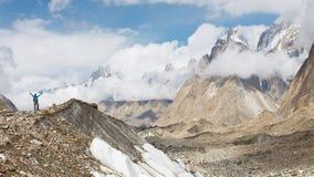 Baltoro glaciär som Trekking Arkivbilder