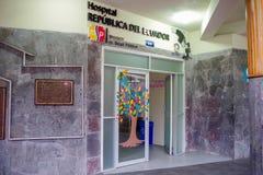 BALTRA, ECUADOR - 11 DE NOVIEMBRE DE 2018: Interior compita de entran de hostal de la República de Ecuador en las Islas Galápagos imagenes de archivo