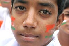 Balu, 11, menino indiano de Domalguda com a cara pintada com cores da bandeira nacional Fotografia de Stock