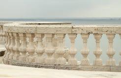 Balustrad och sikt för Tagus River Arkivbilder