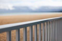Balustrad på stranden Arkivfoto