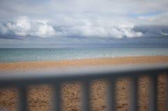 Balustrad på stranden Arkivbilder