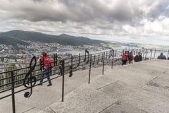 Balustrade de notation musicale sur le sommet de la montagne Bergen de Fløyen image libre de droits