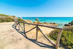 Balustrade en bois en plage de Scoglio di Peppino Image stock
