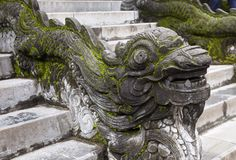 balustrade en forme de dragon en Hue Imperial Palace image stock
