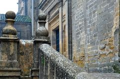 Balustrade en pierre antique avec les pierres centenaires Image stock