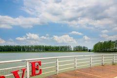 Balustrade et ciel carrés d'amour Photographie stock libre de droits