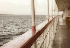 Balustrade van een cruiseschip. Oud Stoomschip Stock Foto