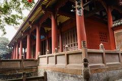 Balustrader och kolonner av forntida kinesisk byggnad royaltyfri bild
