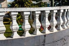 Balustrader på krökt balkong royaltyfria bilder